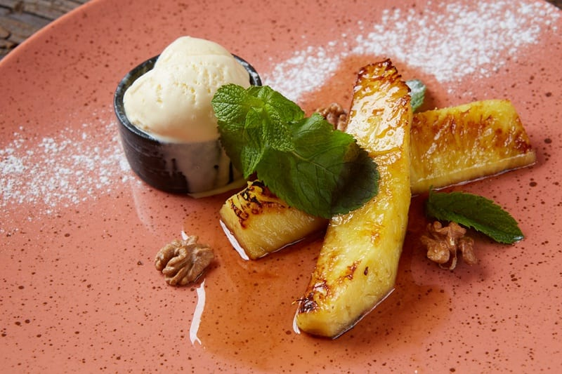Grilled pineapple with vegan ice cream