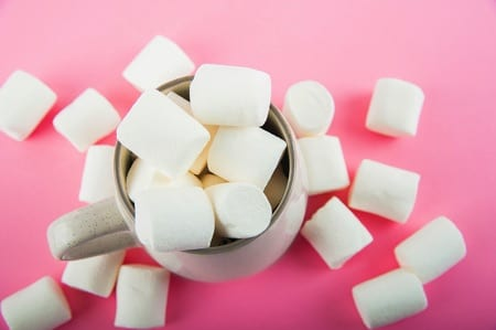 Marshmallows pink background