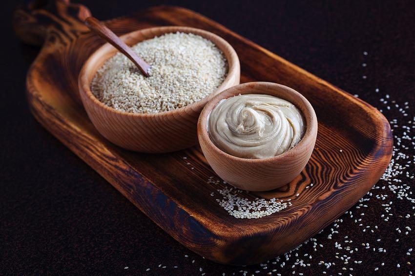 Tahini & sesame seeds
