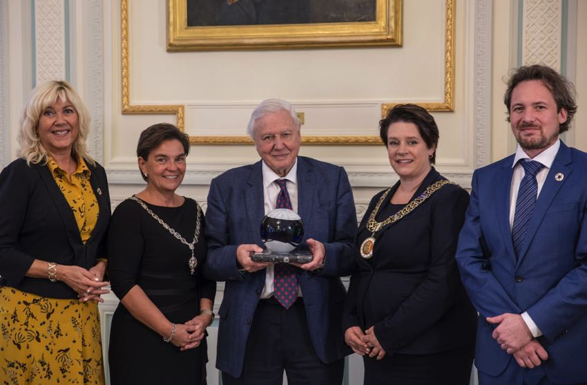 Attenborough receiving an award in 2018